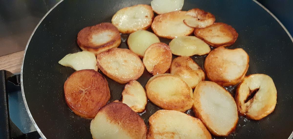 Gebakken aardappels in eendenvet