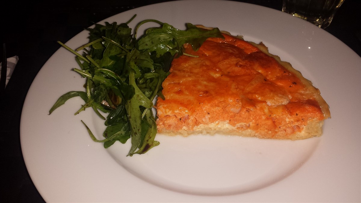 Quiche with salmon and prawns