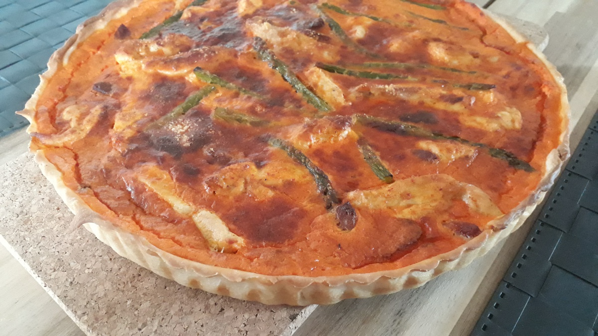 Quiche with green asparagus tips